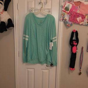 Long sleeve athletic shirt